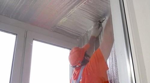 Обшиваем стены балкона изолоном