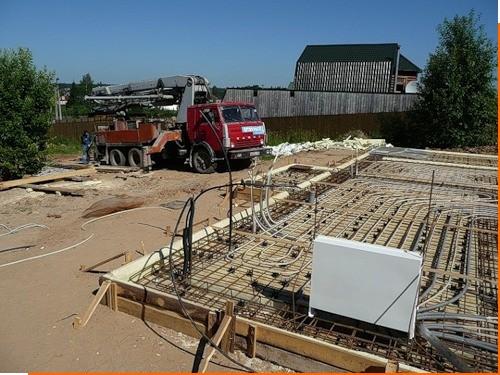 Заливать бетоном УШП лучше всего бетононасосом